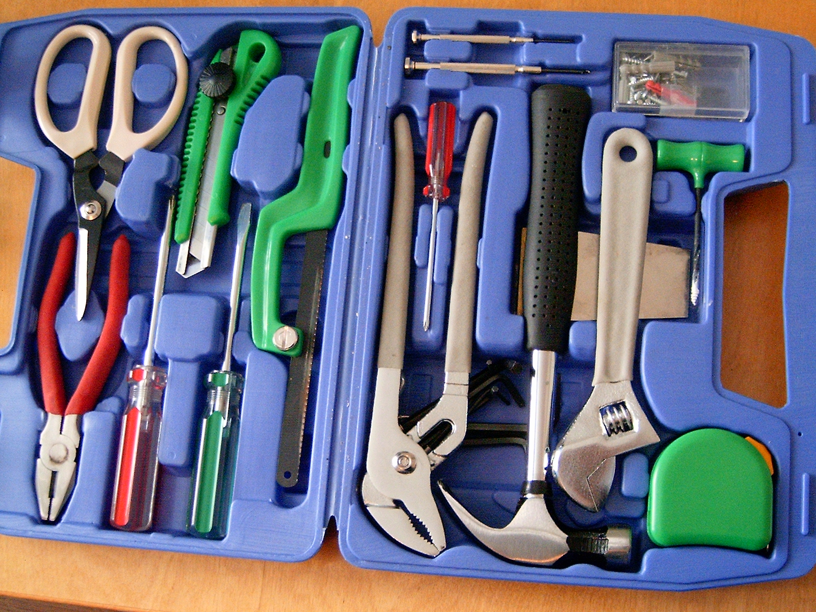 """20060513 toolbox"" by Per Erik Strandberg sv:User:PER9000 - Own work. Licensed under CC BY-SA 2.5 via Wikimedia Commons - http://commons.wikimedia.org/wiki/File:20060513_toolbox.jpg#/media/File:20060513_toolbox.jpg"